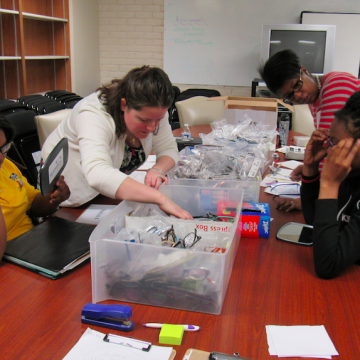 KIPPsters choosing their two new pairs of glasses